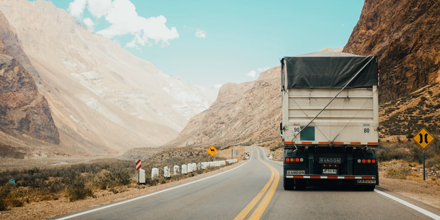 Como calcular custo de transporte de cargas na prática?