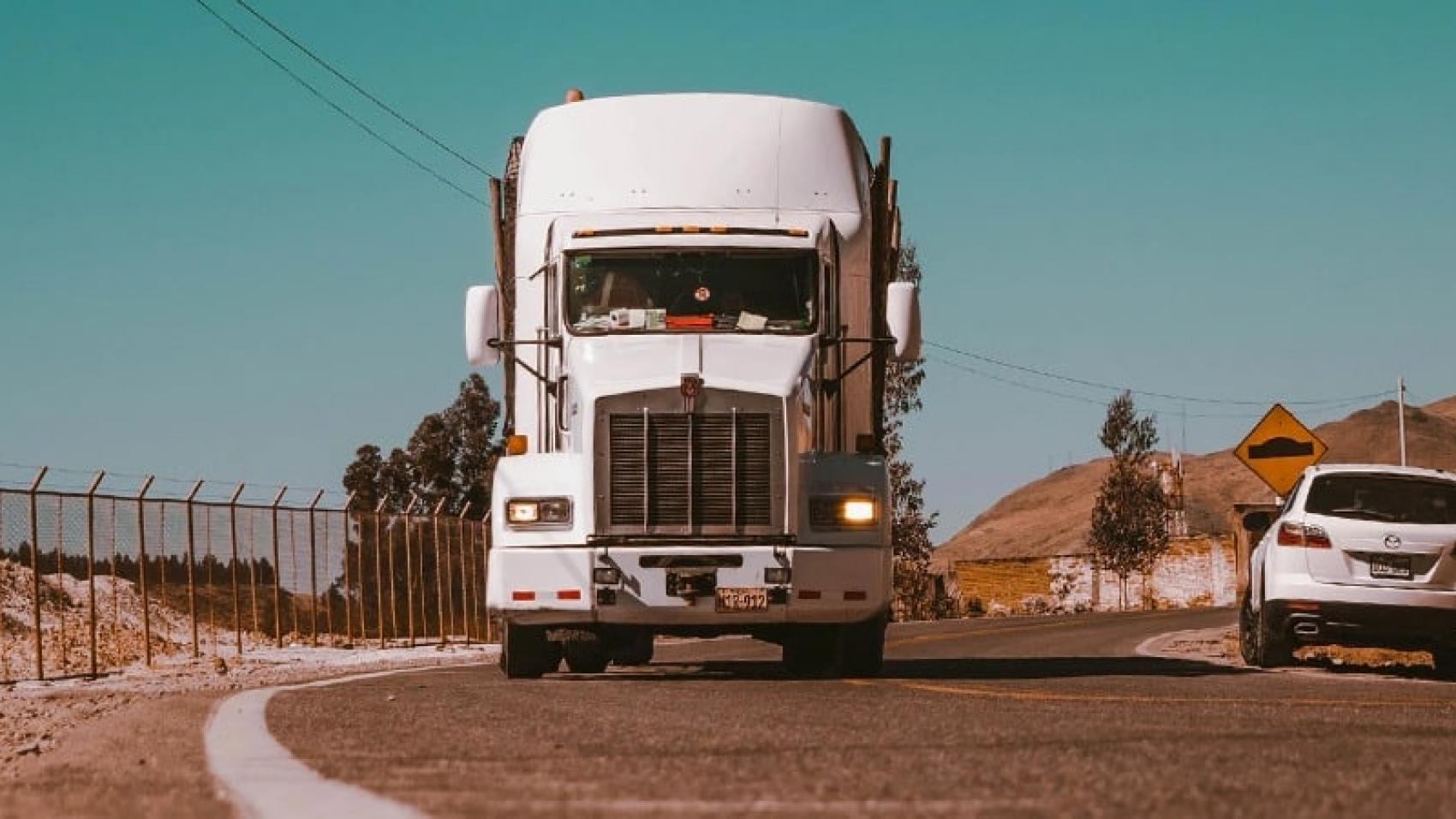 como calcular frete de caminhão